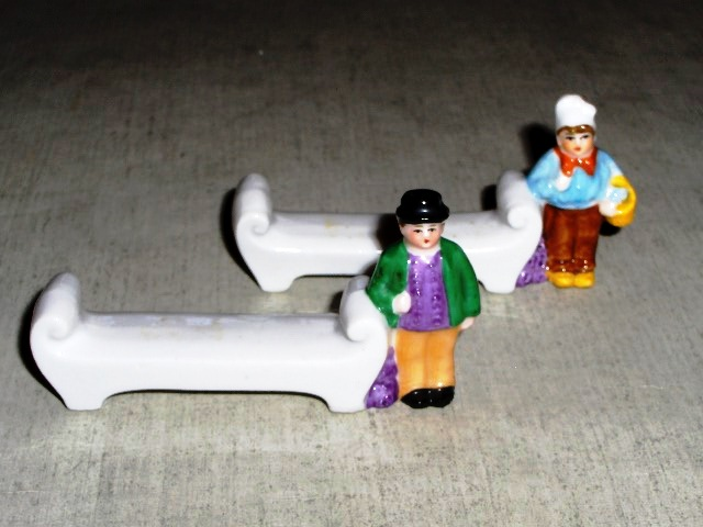 Figural man & lady - Knife Rests